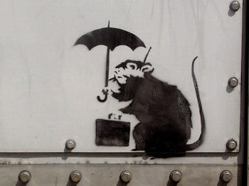 https___jp.hypebeast.com_files_2019_01_banksy-tokyo-rat-with-umbrella-1.jpg